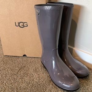 Ugg rain boots. Sherling lined toes. Few scratches